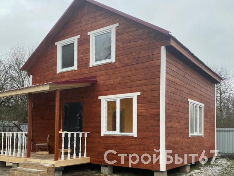 красный дом с верандой